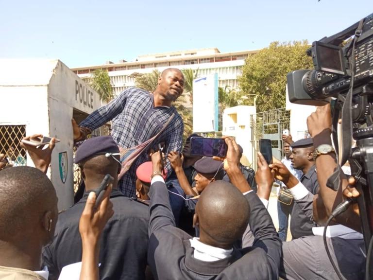 Guy Marius Sagna et 23 autres personnes détenus au Camp Abdou Diassé: Frapp dénonce leur isolement sans assistance d'un avocat