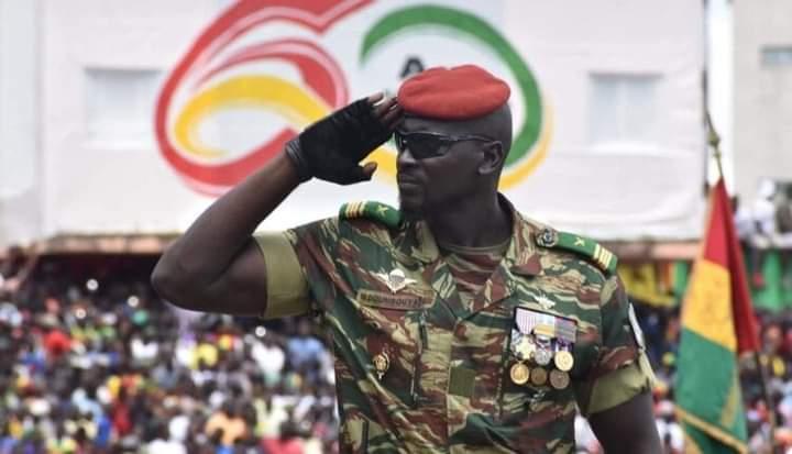 Guinée: la junte fait face à la presse et rassure sur le sort d'Alpha Condé