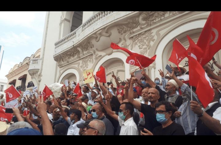 Tunisie: des manifestants réclament le retour de l'ordre constitutionnel