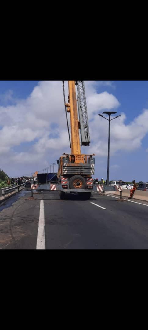 Autoroute de l'Avenir: un camion s'est renversé à hauteur de la foret classée de Mbao (Photo +vidéo)