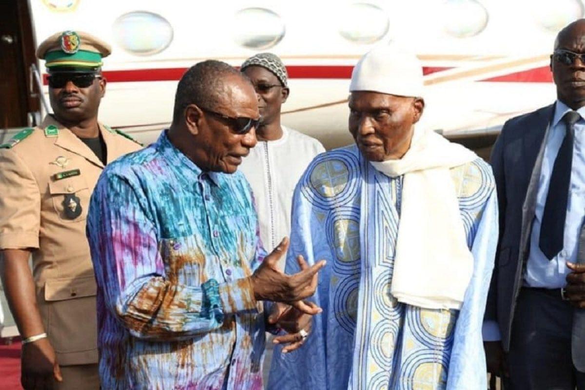 Guinée: le Colonel Doumbouya esquive l'invitation faite par Wade à Condé