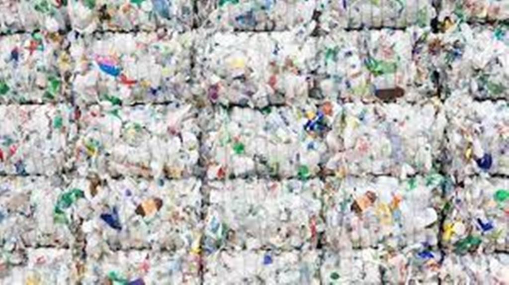 La mode africaine s'empare des déchets plastiques
