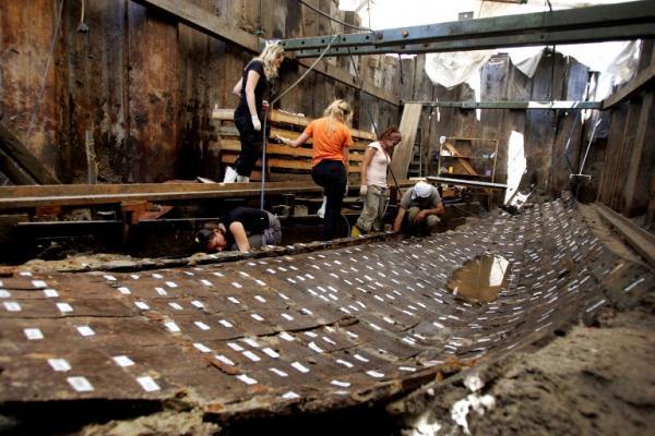 Les fouilles sur le site du métro de Marmaray ont mis à jour les restes d'un ancien port construit par l'empereur Romain Constantin. AFP/Mustafa Ozer