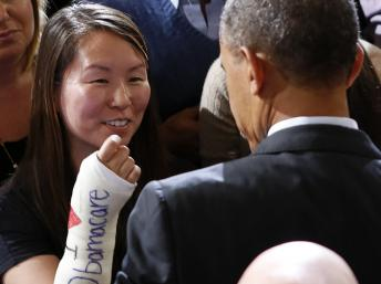 En déplacement à Boston le 30 octobre 2013, Barack Obama a rencontré aussi des partisans de sa réforme de l'assurance maladie. REUTERS/Kevin Lamarque