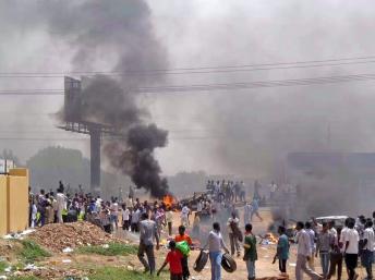 Des manifestants à Khartoum, le 25 septembre 2013. REUTERS/Stringer