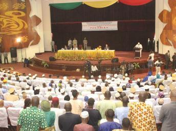 Trois mille personnes participent à ces Assises pour la paix, la réconciliation et le développement des régions du Nord. AFP / HABIBOU KOUYATE