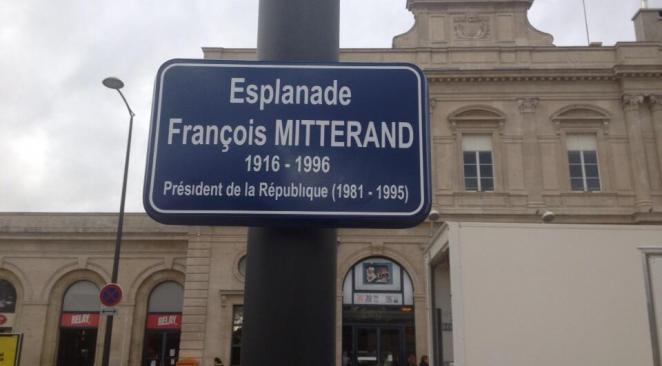 """Quand la mairie PS de Reims inaugure une place avec une faute d'orthographe à """"Mitterrand"""""""