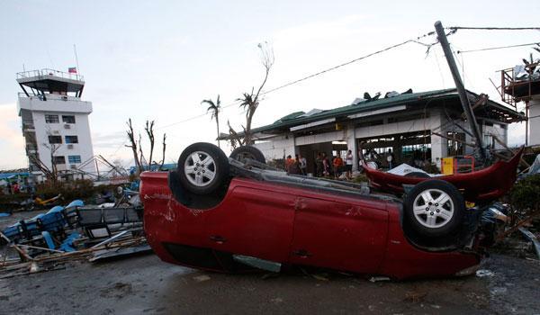 Philippines: paysages de désolation après le passage de Haiyan