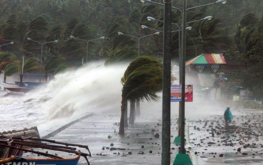 Philippines : un enterrement collectif de victimes du typhon Hiyan interrompu après des coups de feu