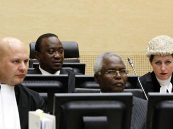 Uhuru Kenyatta, alors vice-Premier ministre, comparaît devant le CPI. La Haye, 8 avril 2011. Il est inculpé de crimes de guerre par le tribunal international. AFP PHOTO/ANP/BAS CZERWINSKI/POOL