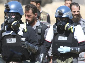Des experts des Nations unies chargés de l'enquête sur l'utilisation d'armes chimiques en Syrie, le 28 août dernier près de Damas. REUTERS/Mohamed Abdullah