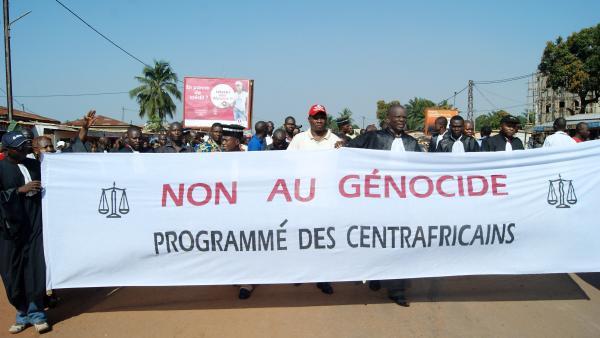 Lors de la manifestation des magistrats et du monde judiciaire, à Bangui, le vendredi 22 novembre. AFP PHOTO / PACOME PABANDJI