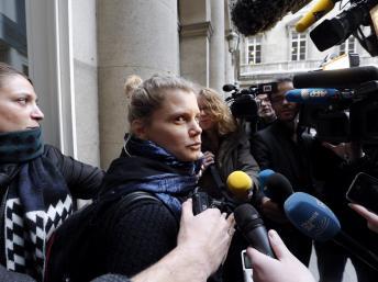 Emilie Lelouch, co-fondatrice de l'Arche de Zoé, à sa sortie de la cour d'appel de Paris, le 20 novembre 2013. AFP PHOTO / FRANCOIS GUILLOT