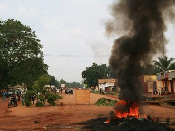Tensions dans les rues de Bangui le 29 octobre 2013. AFP PHOTO/PACOME PABANDJI