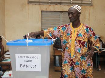 Jour de vote à Bamako, ce 24 novembre 2013. AFP PHOTO / HABIBOU KOUYATE