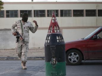 Mardi 26 novembre, des soldats libyens surveillent le calme fragile de Benghazi. REUTERS/Esam Omran Al-Fetori