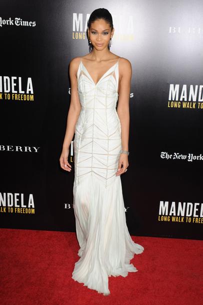Chanel  Iman fait sensation sur  Tapis Rouge avec une robe  graphique J.MENDE