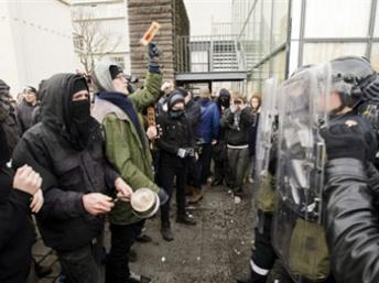 Une manifestation contre les effets de la crise financière en Islande, le 20 janvier 2009 à Reykjavik. (Photo: AFP)