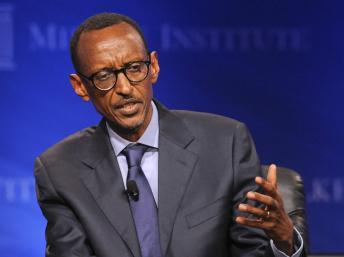 Le président rwandais, Paul Kagame et Russ Feingold, envoyé spécial des Etats Unis pour la région des Grands Lacs se sont entendus sur une neutralisation des FDLR. REUTERS/Gus Ruelas