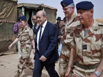 Jean-Yves Le Drian, le 26 avril dernier à Gao, au Mali. REUTERS/Francois Rihouay