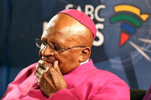 Du pape aux dirigeants du monde entier, les hommages ont continué d'affluer vendredi au lendemain de la mort de Nelson Mandela, premier président noir d'Afrique du Sud, icône de la lutte contre ...