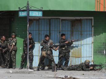 Zamboanga, dans le sud des Philippines, le 12 septembre 2013. Bataille rangée entre les forces gouvernementales et les rebelles du Milf.tember 12, 2013. REUTERS/Erik De Castro