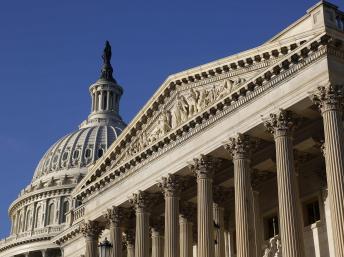 La Maison Blanche plaide par ailleurs auprès du Congrès pour qu'il n'approuve pas de nouvelles sanctions pendant les six mois au cours desquels doit se négocier un accord final avec l'Iran. REUTERS/Jonathan Ernst