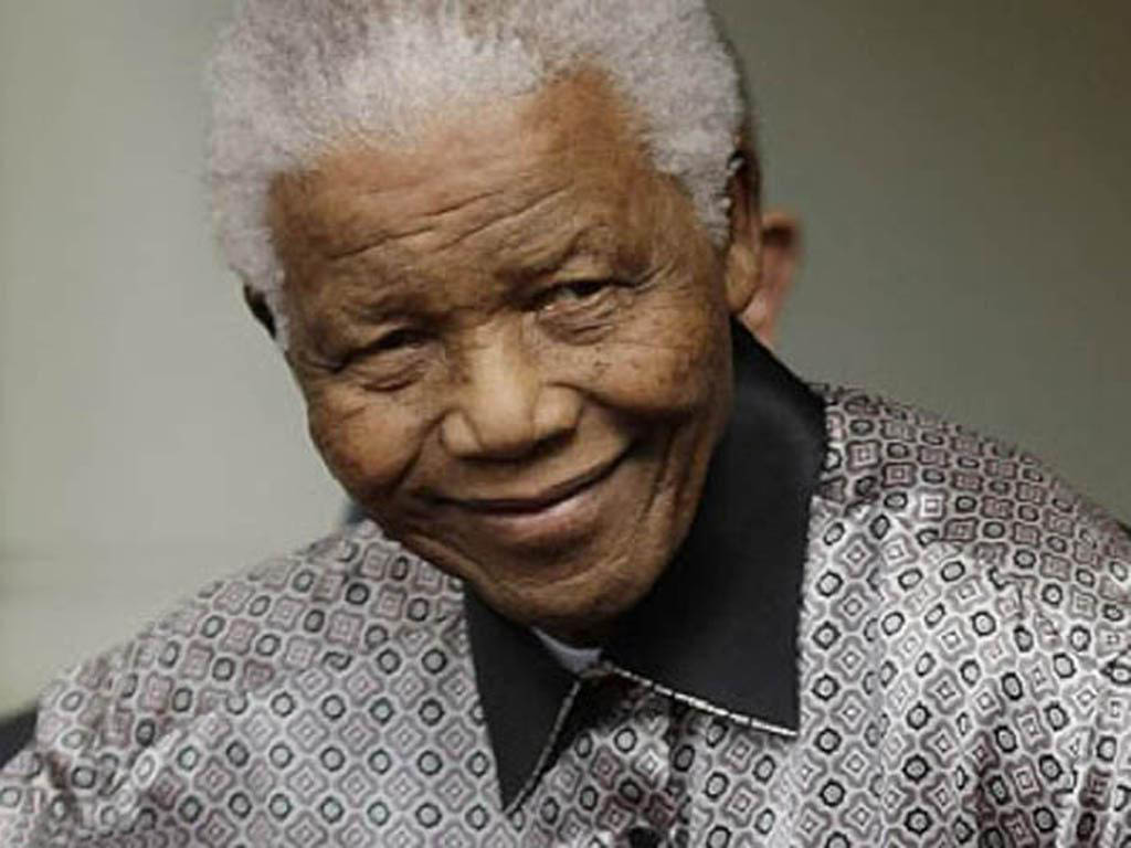 Hommages et recueillement autour de la dépouille de Nelson Mandela mis en terre dimanche 15 décembre à Qunu, le village de ses ancêtres. AFP PHOTO / KENZO TRIBOUILLARD