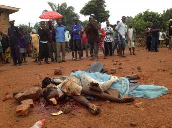 Un élément ex-Seleka lynché par les habitants du quartier Benz Vi à Bangui, ce lundi 9 décembre 2013. RFI
