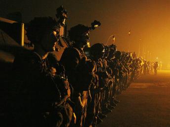 Soldats français sur le tarmac de l'aéroport de Bangui, le 10 décembre 2013. REUTERS/Emmanuel Braun