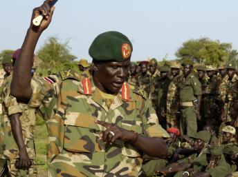 Peter Gadet en 2008. Il était alors major-général au sein de la SPLA. AFP PHOTO/UNMIS/TIM MCKULKA