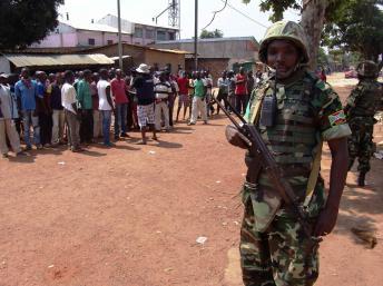 Des soldats burundais de la Misca durant une patrouille à Bangui, le 20 décembre 2013. REUTERS/Alain Amontchi