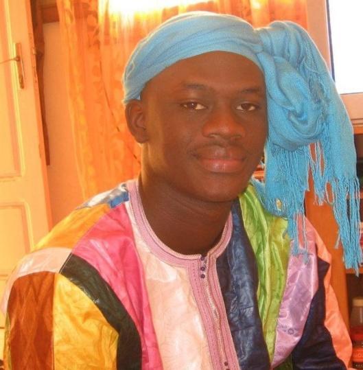 Le chanteur Omaro perd mystérieusement la voix devant Cheikh Béthio