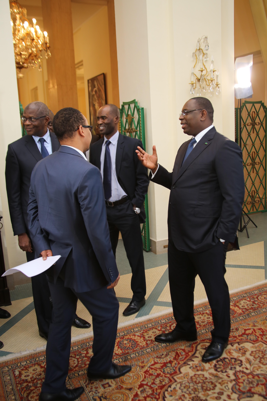 Discours de fin d'Année 2013: Deux photos du président avec ses collaborateurs avant son discours