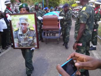 Levée du corps du colonel Ndala, à Kinshasa, le 5 janvier 2014. RFI/Kamanda Wa Kamanda