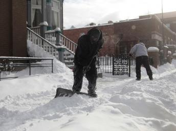 Une épaisse couche de neige recouvre Detroit (Michigan) le 6 janvier 2014. REUTERS/Rebecca Cook