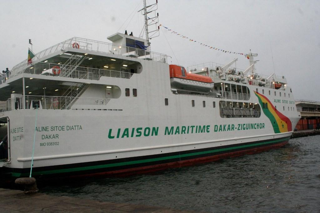 """Bloqué par une houle à l'embouchure du fleuve  Casamance: """"Aline Sitoé Diatta"""" refait cap sur Dakar"""