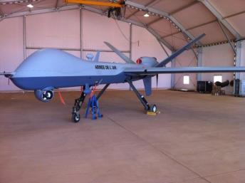 Le premier drone «Reaper» acheté par la France, livré à Niamey fin décembre 2013. Olivier Fourt