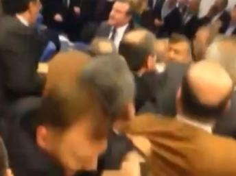 Le débat au Parlement turc a tourné au pugilat ce 11 janvier. Capture d'écran/Dr