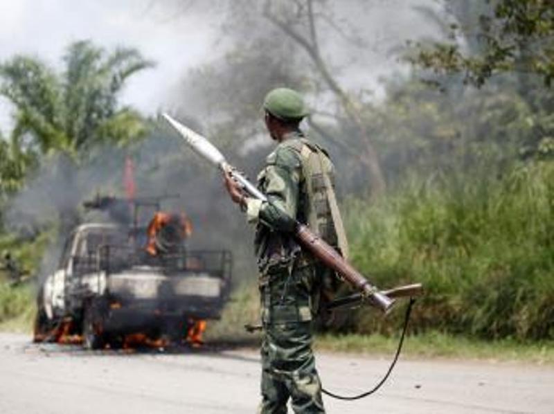 Un soldat congolais de la FARDC, près du village de Mazizi, le 2 janvier 2014. REUTERS/Kenny Katombe