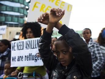 Manifestation d'immigrés africains demandant le statut de réfugiés et la liberté de travailler, à Tel Aviv le 15 janvier 2014. REUTERS/Ronen Zvulun