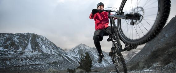 Après une chute de vélo, il connaît une érection de sept semaines