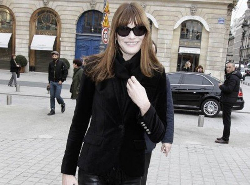 Carla Bruni: lady cuir à la Fashion Week Haute-Couture de Paris !