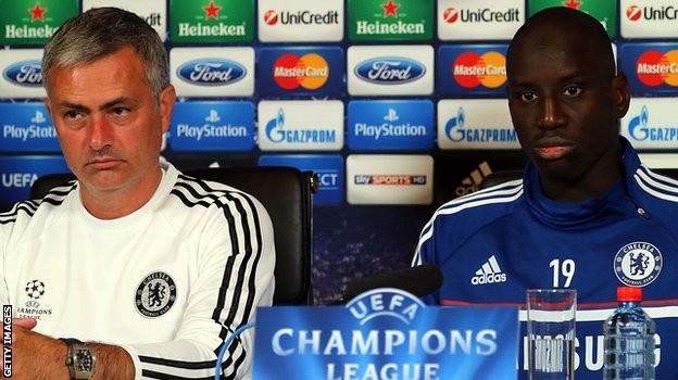 Mourinho dit croire à Demba Bâ « C'était difficile pour moi de le laisser sur la touche »