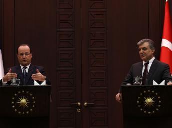 François Hollande et son homologue turc Abdullah Gül s'adressent aux médias au palais présidentiel à Ankara le 27 Janvier 2014. REUTERS/Umit Bektas