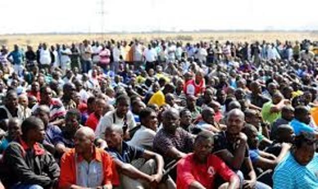 Afrique du Sud : les mineurs de platine continuent la grève