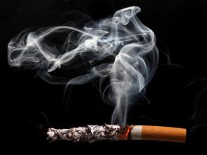Les hommes fumeurs boivent davantage que les autres. L'étude a donc été effectué sur 57 000 fumeurs. Getty Images/Photodisc/Nicholas Eveleigh