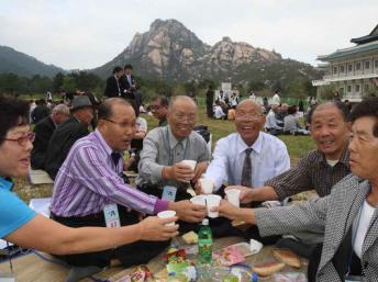 Corées: des familles séparées par la guerre pourraient se réunir à nouveau