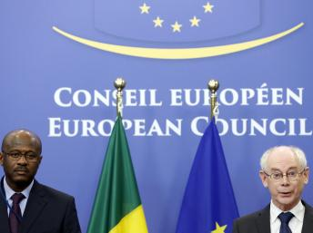 Herman Van Rompuy (à dr.), le président du Conseil européen et Oumar Tatam Ly, Premier ministre malien, le 5 février 2014 à Bruxelles. REUTERS/Francois Lenoir