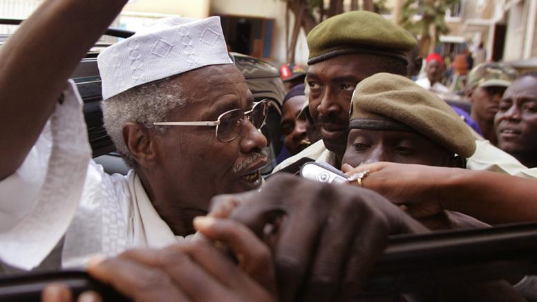 """Comment Habré a provoqué la colère du procureur qui lui enjoint """"enlevez votre turban"""""""